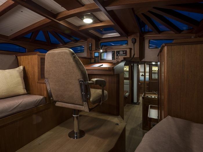 Spirit Yachts DH63 deckhouse