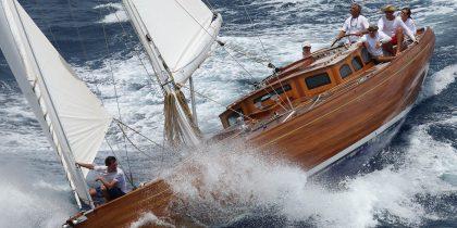 Spirit Deckhouse 65   Luxury Superyachts